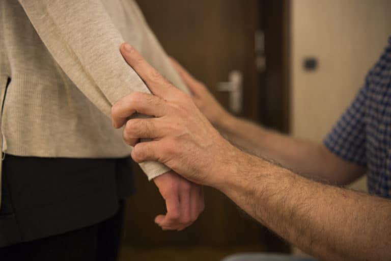 Damien Chevrier Kinésiologue Sion - Kinésiologie, Massages, Traitement des allergies et du stress, Valais -Photo séance de Kinésiologie